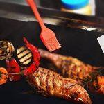 BBQ Grill Mat par chapitre sept Ensemble de 5 antiadhésives - Tapis de grillage réutilisables pour grils de charbon de bois, de gaz ou électriques, ou Cuisson et cuisson, Facile à nettoyer, Sécurité au lave-vaisselle FDA approuvé, Warranty à vie de la mar image 2 produit