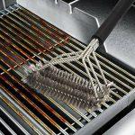 Brosse pour barbecue 3-en-1 inox - HeGii - Long Manche 45 CM , Brosse BBQ , Brosse pour Grill - Meilleur outils de nettoyage 360°pour grille et barbecue au charbon de bois, gaz, porcelaine etc de la marque HeGii image 3 produit