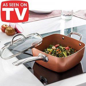 Cocotte innovante 4 en 1, en cuivre et céramique très résistante - Adaptée comme wok, casserole, plat à four et friteuse- Avec lot de 4 accessoires - Couvercle en verre trempé, panier pour frire et plateau pour cuisine à la vapeur ou au gril inclus - Ada image 0 produit