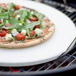 Rustler - Pierre à Pizza en véritable cordiérite + Pelle à Pizza en bois - Pierre ronde 38 cm - Parfait pour des Pizzas maison de la marque Rustler image 3 produit