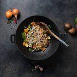 Rustler Wok/Poêle en Fonte émaillée avec 2 Poignées - Parfait pour Barbecue, Feu de camp, Grillades au Gaz et au Charbon de bois, Four et Cuisinière - 31 x 31 cm de la marque Rustler image 3 produit